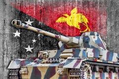 Militärbehälter mit konkreter Papua-Neu-Guinea Flagge Lizenzfreie Stockfotografie