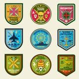 Militären lappar vektoruppsättningen Armén tvingar emblem och etiketter vektor illustrationer