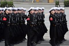militären ståtar Arkivbild