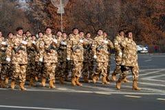 Militären ståtar Arkivbilder