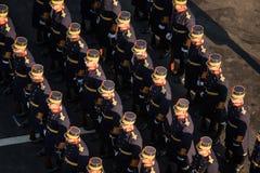 Militären ståtar att fira Rumänien nationella dag royaltyfri fotografi