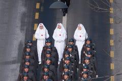 Militären ståtar att fira Rumänien nationella dag royaltyfri foto