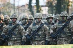 Militären ståtar att fira Rumänien nationella dag arkivfoto