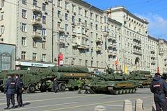Militären ståtar hängivet till Victory Day i världskrig II i Mosc Arkivbild