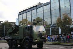 Militären ståtar i BELGRADE Royaltyfri Fotografi