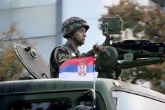 Militären ståtar i BELGRADE Royaltyfri Foto