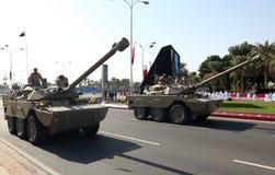 Militären ståtar i Doha, Qatar Arkivbild