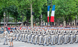 Militären ståtar i republikdag Arkivbilder