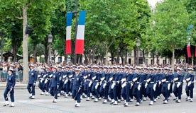 Militären ståtar i republikdagen (Bastilledagen) Royaltyfria Bilder