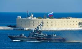Militären ståtar i Sevastopol royaltyfri foto