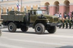 Militärfahrzeuge auf Wiederholung der Militärparade lizenzfreies stockbild