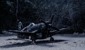 Militärflugzeuge des Zweiten Weltkrieges mit schweren Schneefällen Stockbild