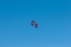 Militärflugzeugfliegen in einem Link Airshow Stockfotografie
