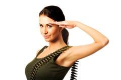 Militärfrau, die Grußgeste macht Lizenzfreie Stockfotos