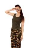 Militärfrau, die Grußgeste macht Stockbilder
