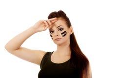 Militärfrau, die Grußgeste macht Stockfotos