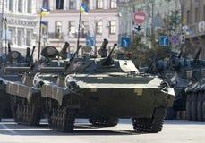 Militärische Ausrüstung auf den Straßen Lizenzfreie Stockfotografie