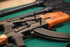 Militärische Ausrüstung, Gewehre Lizenzfreie Stockbilder