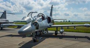 Militärischer moderner heller Kampfflugzeuge Aero ALCA L-159 Stockbilder