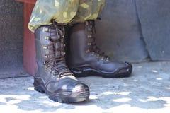 Militärkängor och flåsanden för armé enhetliga arkivbild