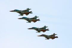 Militärkampfflugzeug vier im Himmel Russland, St Petersburg, im Juni 2017 Lizenzfreie Stockbilder