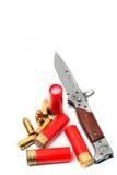 Militärmesser mit Schrotflintenkugel Stockfoto