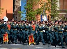 Militärmusiker auf der Parade, engagiert zum 73. Jahrestag des Sieges im Großen patriotischen Krieg lizenzfreies stockfoto