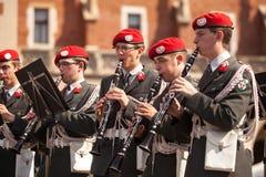 Militärorchester auf Hauptplatz während des nationalen und gesetzlichen Feiertages Jahrbuch Polnischen der Konstitutions-Tag Lizenzfreie Stockbilder