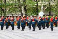 Militärorchester spielt Musik Lizenzfreie Stockbilder