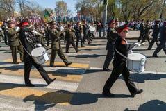 Militärorchesterspiele auf Victory Day-Parade Lizenzfreie Stockfotos