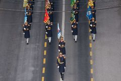 Militärparade, die Rumäniens Nationaltag feiert stockbild