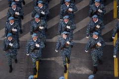 Militärparade, die Rumäniens Nationaltag feiert lizenzfreie stockbilder