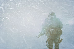 Militärpolisvinterstorm fotografering för bildbyråer