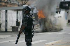 Militärpolizei stoßen zusammen Lizenzfreies Stockbild