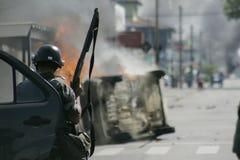 Militärpolizei stoßen zusammen Lizenzfreies Stockfoto