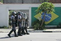 Militärpolizei stoßen zusammen Lizenzfreie Stockfotos
