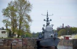 Militärskeppen i Kronstadt Ryssland Royaltyfri Bild
