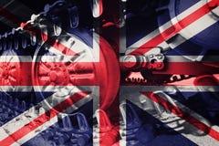 Militärt behållarenärbildCaterpillar spår med den Förenade kungariket flaen Royaltyfri Bild