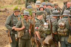 Militärt beträffande - enactors i tyskt enhetligt världskrig II tyska soldater Royaltyfria Foton