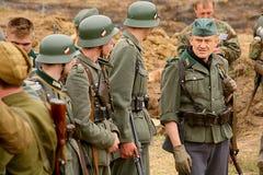Militärt beträffande - enactors i tyskt enhetligt världskrig II tyska soldater Arkivbilder