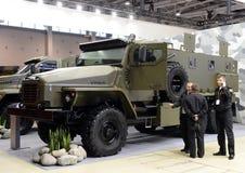 Militärt dubblett-kors-land för lastbil Ural-4320 med en hjulordning 6x6 Royaltyfri Bild