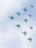 Militärt flygplan MiG-29 och Sukhoi flygpyramid Arkivbilder