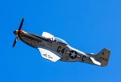Militärt flygplan på en airshow Arkivbild