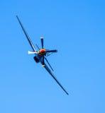 Militärt flygplan på en airshow Royaltyfri Foto