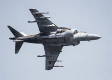 Militärt flygplan på en airshow Royaltyfria Bilder