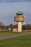 Militärt flygtrafikkontrolltorn Arkivbild