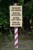 Militärt område håller ut inget tillträdestecken Royaltyfri Fotografi