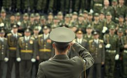 militärt tjänstemanskytteknäpp Arkivbild
