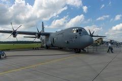 Militärt transportflygplan Lockheed Martin C-130J toppna Hercules för turbopropmotor Fotografering för Bildbyråer