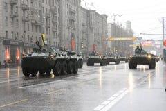 Militärtechniken in der Mitte von Moskau Stockfoto